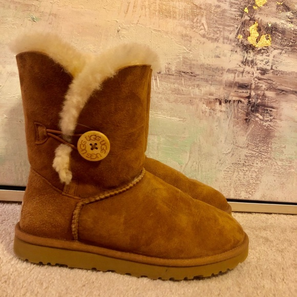 UGG Shoes - UGG Bailey Button women's size 7